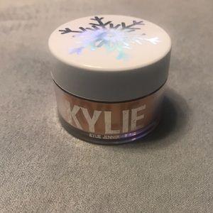 Kylie Cosmetics let it glow ultra snow